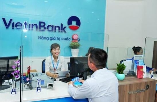 Khách hàng cá nhân có thể vay vốn ngân hàng Vietinbank dễ dàng.