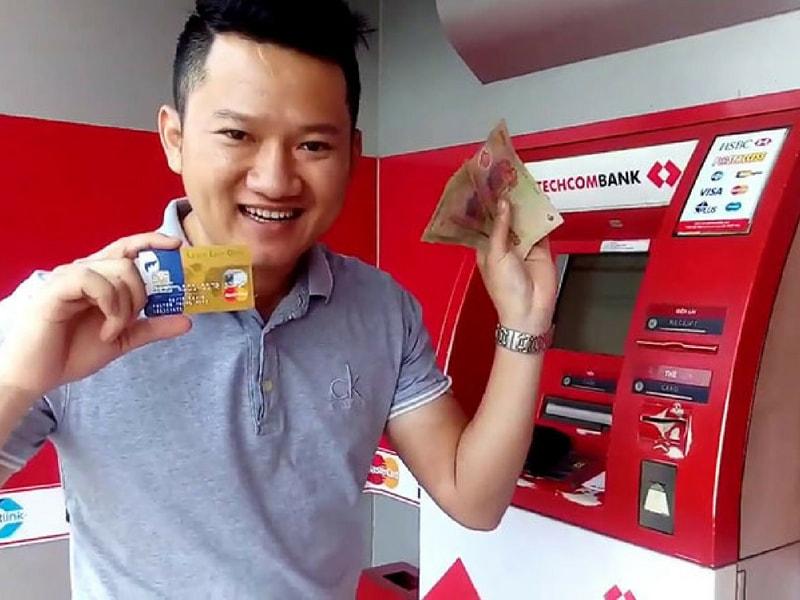 Lãi suất rút tiền từ thẻ tín dụng Techcombank