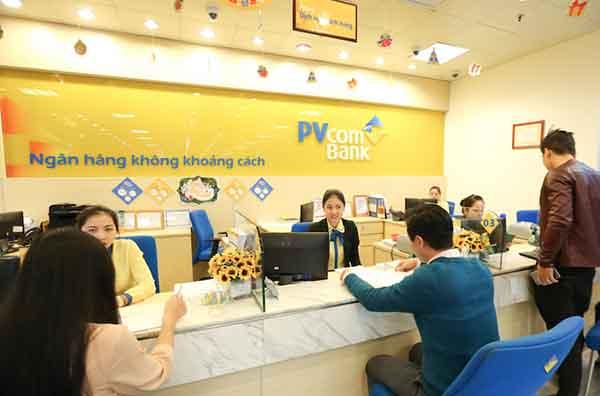 Khách hàng gửi tiền tại PVcomBank
