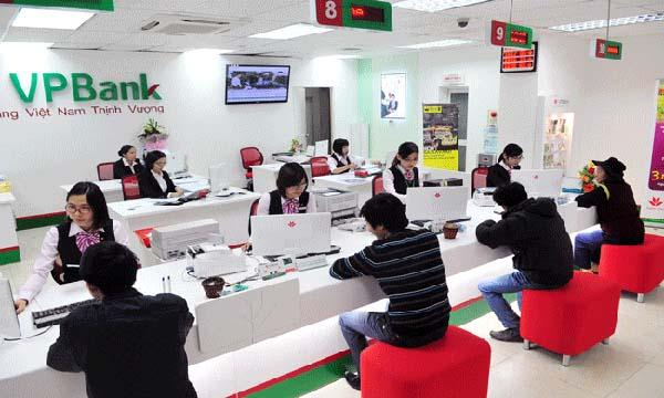Khách hàng vay tín chấp tại ngân hàng VpBank.