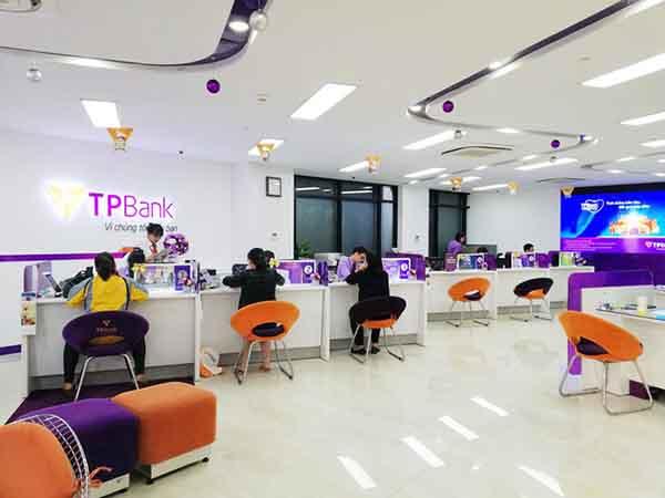 Khách hàng làm hồ sơ vay thế chấp tại TPBank