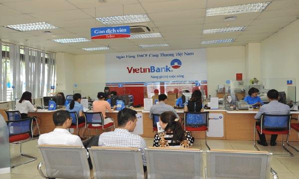 Khách hàng vay tín chấptại ngân hàng Vietinbank.